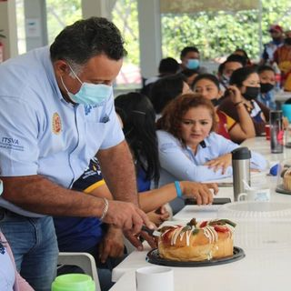 Cortan la Rosca de Reyes en el ITSVA