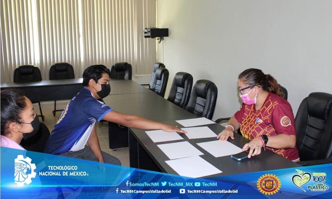 Aplican examen oral de inglés a estudiantes del ITSVA